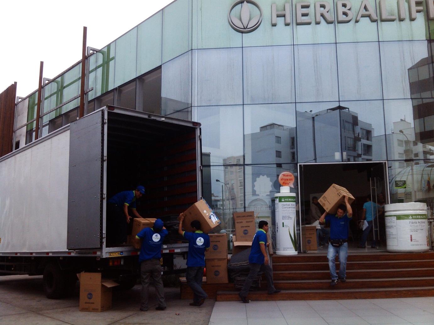 Cargando cajas herbalife